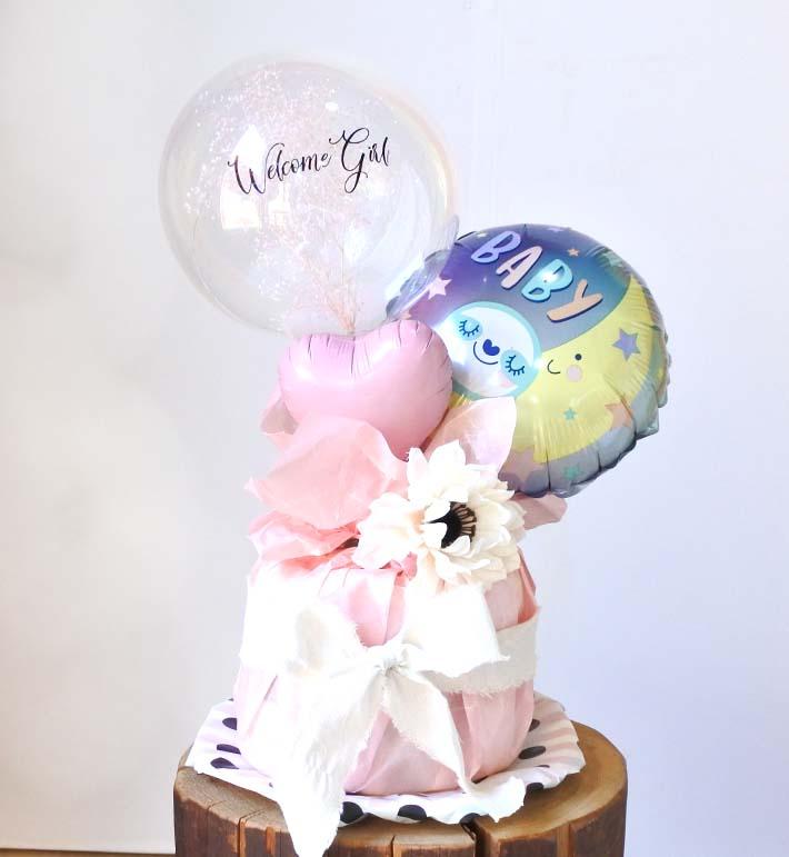 ミ【出産祝い】カスミ草ミニバンチ付き Welcome Girl おむつケーキ【送料込み】