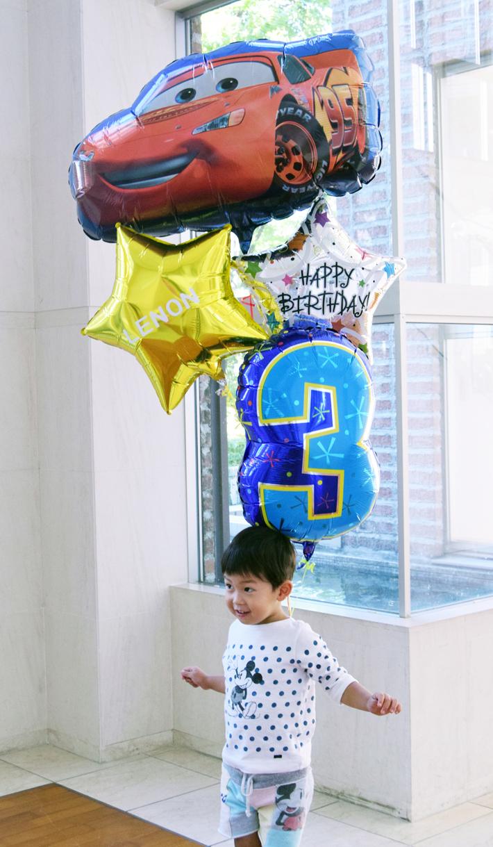 カーズとお誕生日のお祝い 車好きな男の子へ名前入り、選べる数字付きバルーンブーケ